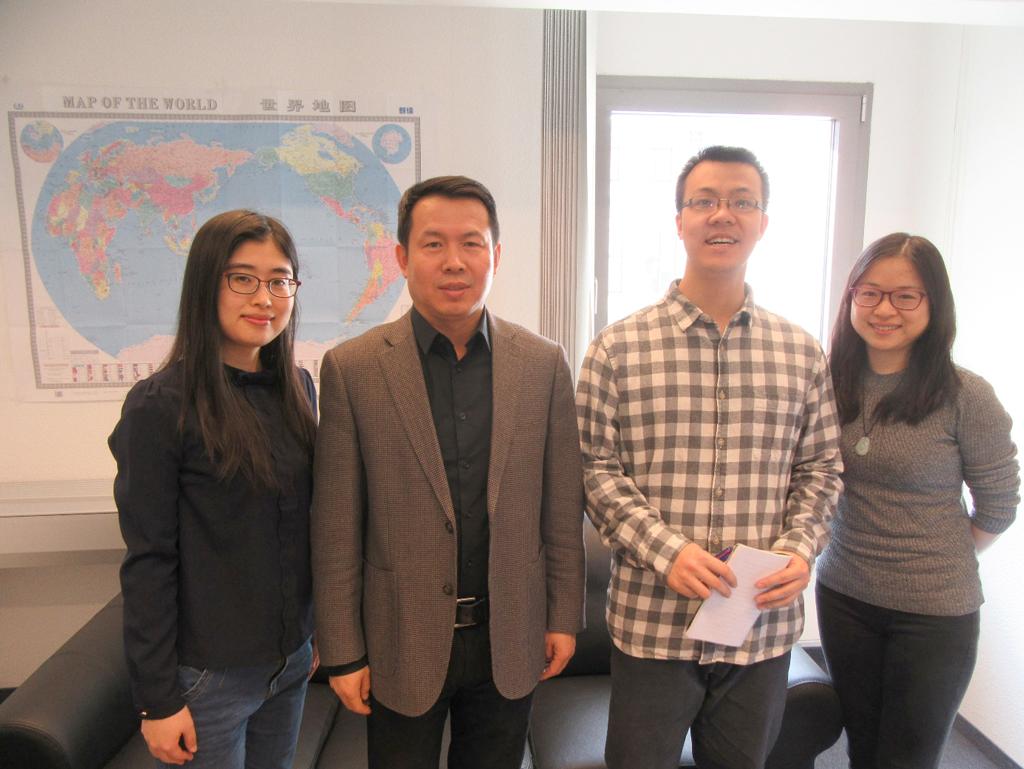 Im Büro des Generalvertreters der Chinesischen Bahn (CR), Herrn Dezhan Wang (2. von links) wartete das Journalistenteam auf die IBS-Vertreter.